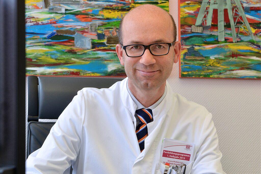 Dr. Horst Neubauer ist Chefarzt der Inneren Medizin II (Kardiologie und Internistische Intensivmedizin) am St.-Elisabeth-Hospital.